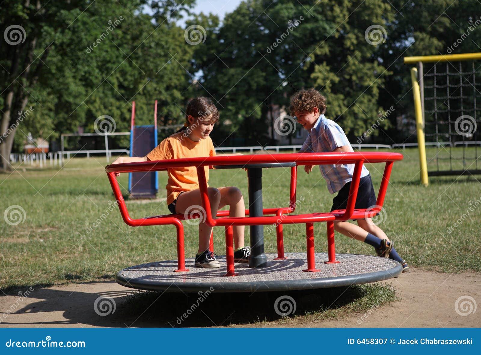 Dzieciaki grają