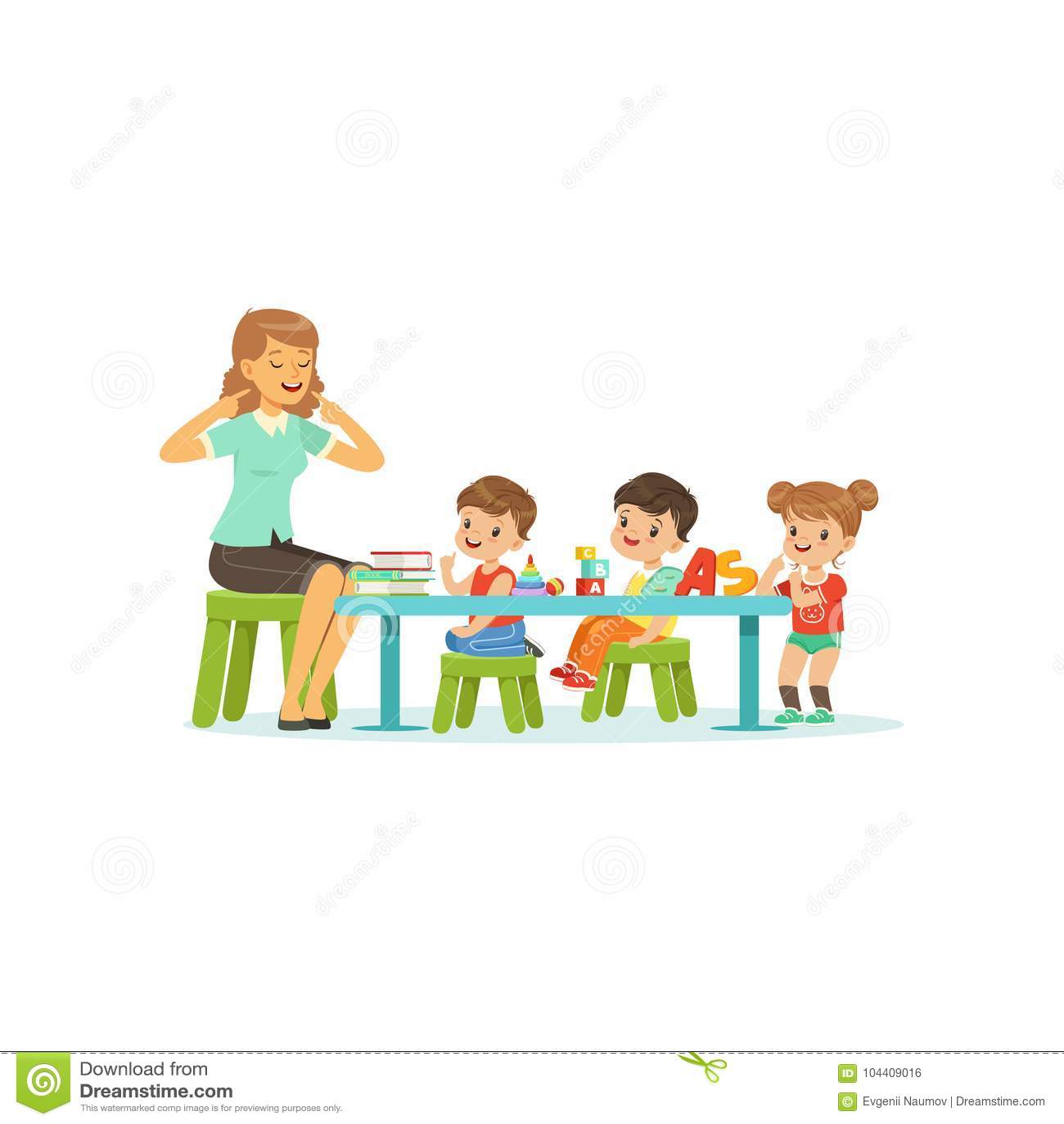 Dzieciniec grupa małe dzieci, chłopiec i dziewczyna robi ćwiczeniom dla rozwoju mowa z kobieta terapeuta mieszkaniem,
