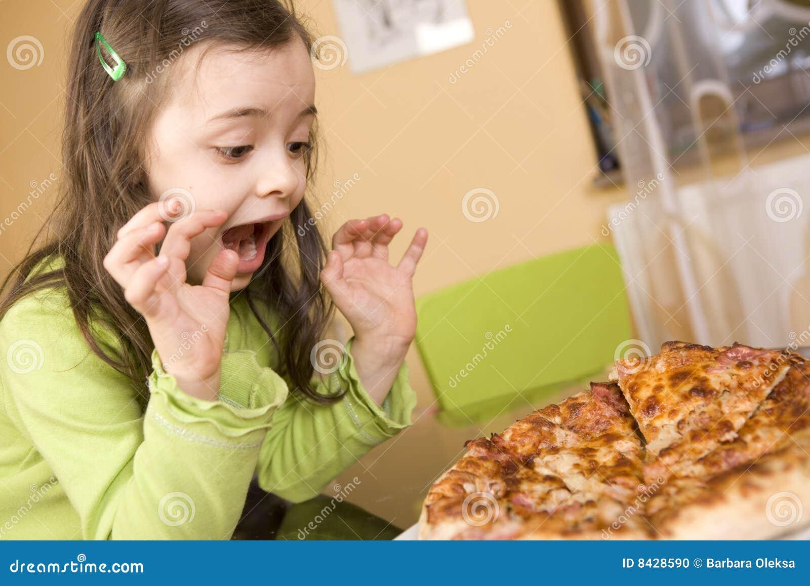 Dziecka łasowania pizza