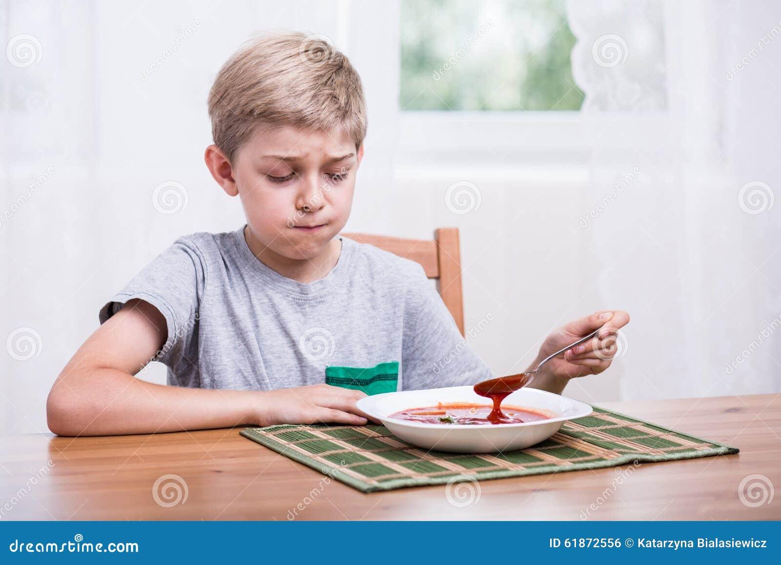 Dziecka łasowania polewka z obmierzłością