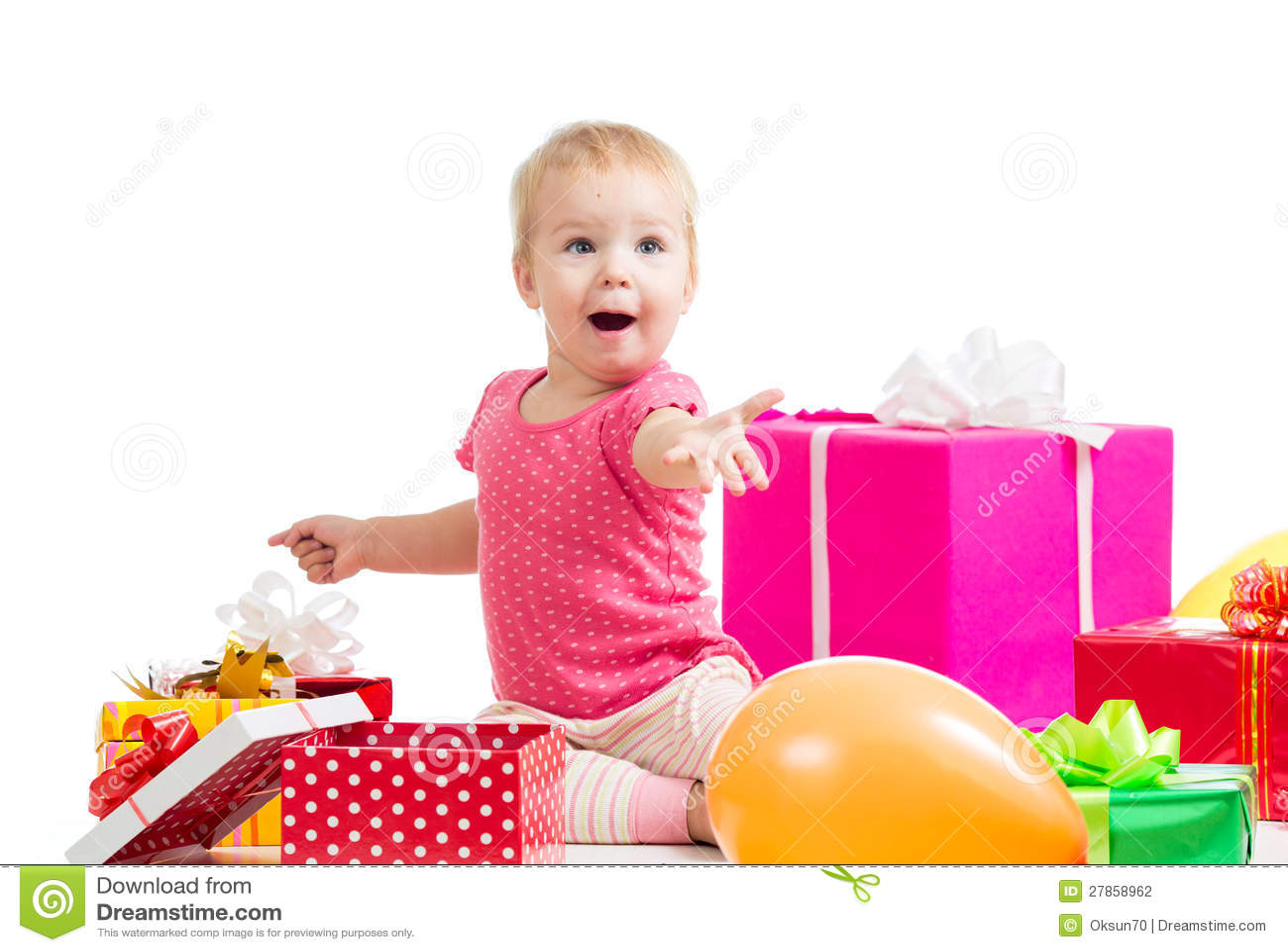 Dziecka dziewczyna z kolorowymi balonami i prezentami