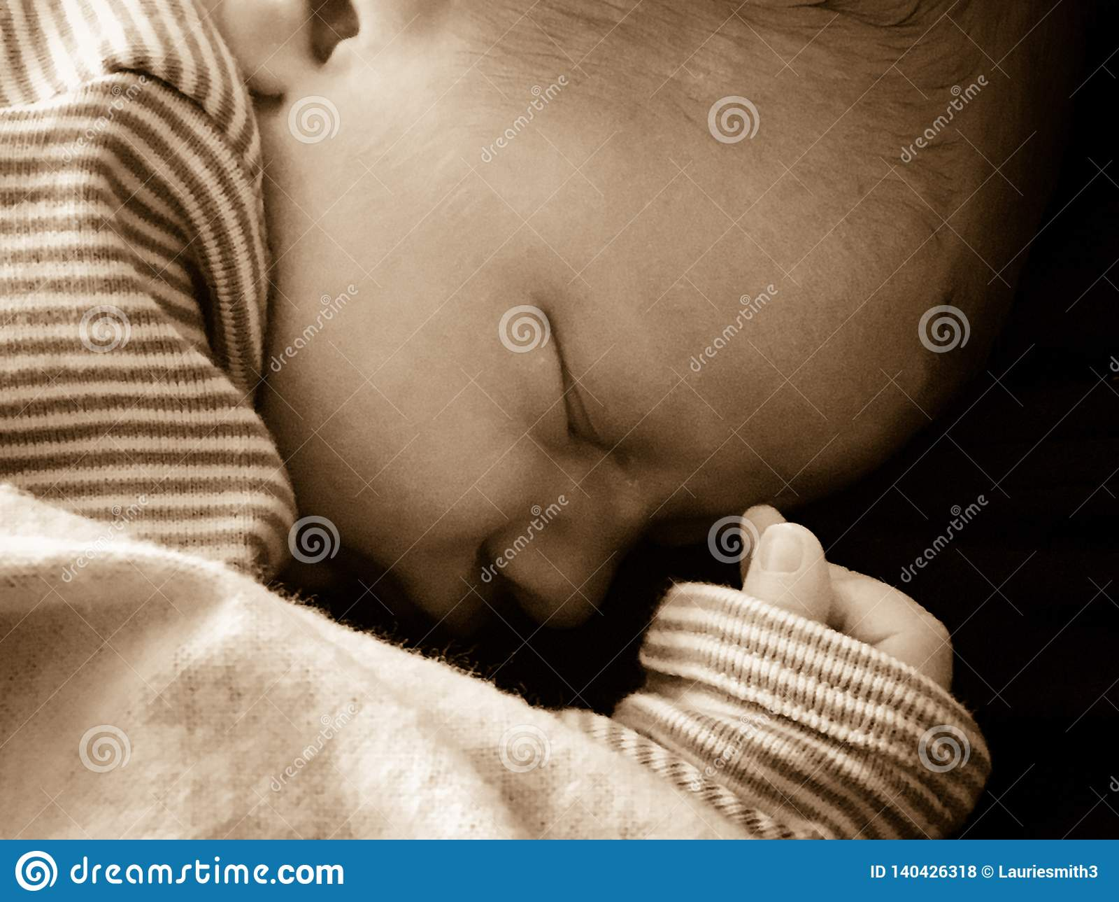 Dziecka tła czerń odosobniony nowonarodzony pokojowo target503_1_
