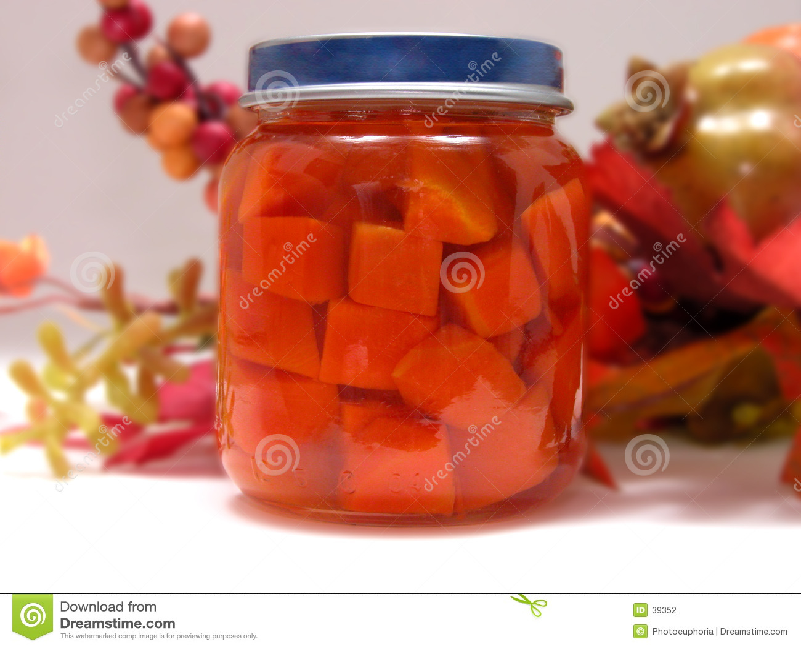 Dziecko butelki marchewki
