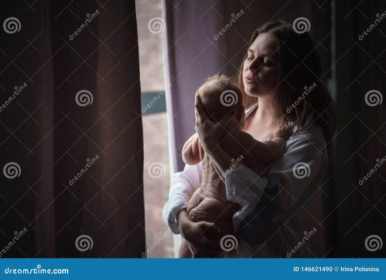 Dziecko jej przytulenia matki potomstwa