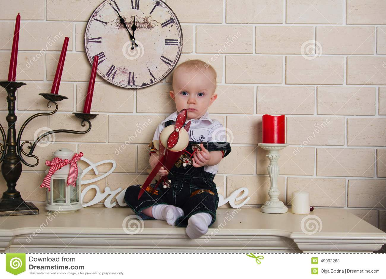 Dziecko na mantelpiece