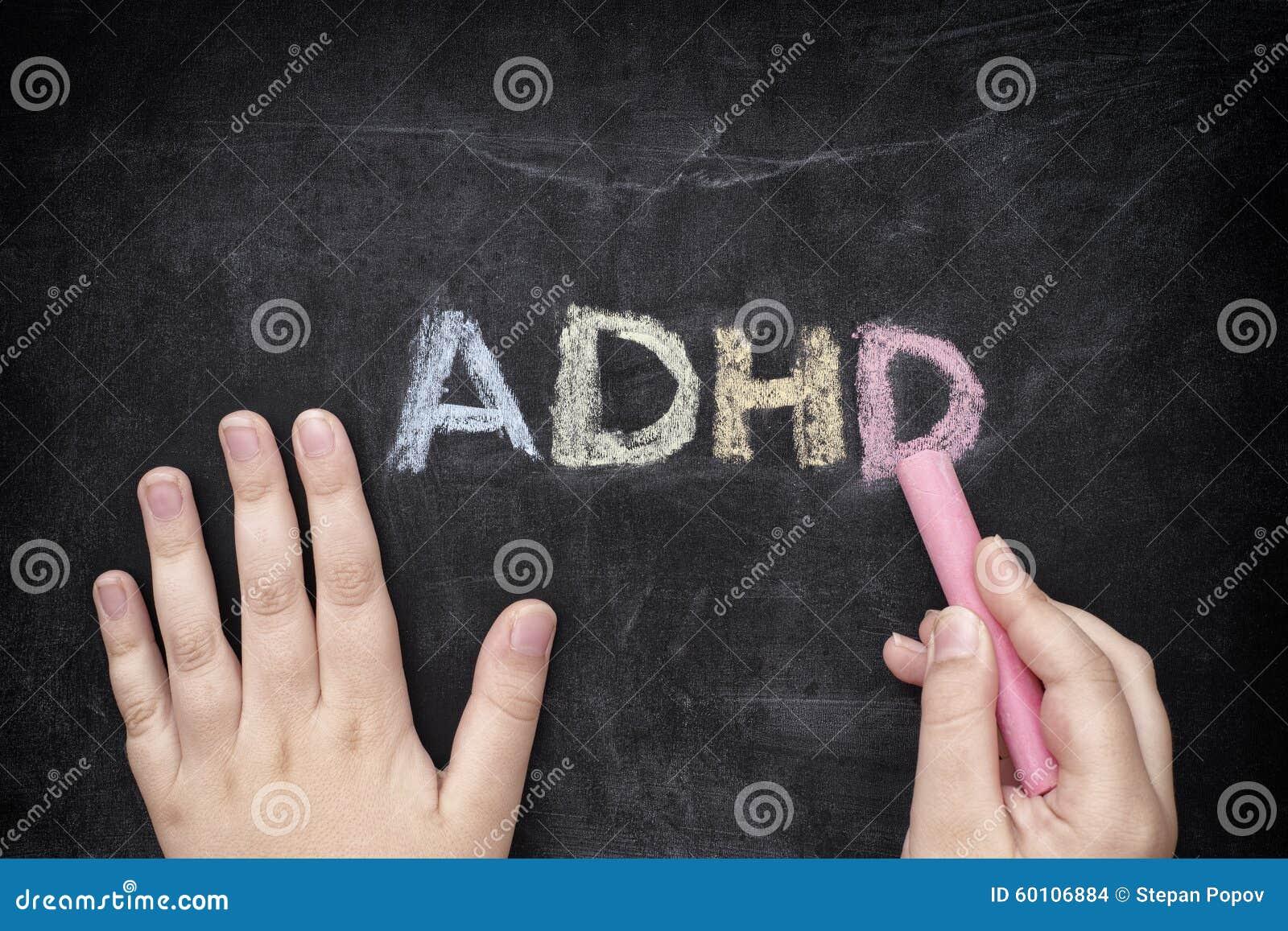 Dziecko pisze ADHD na blackboard