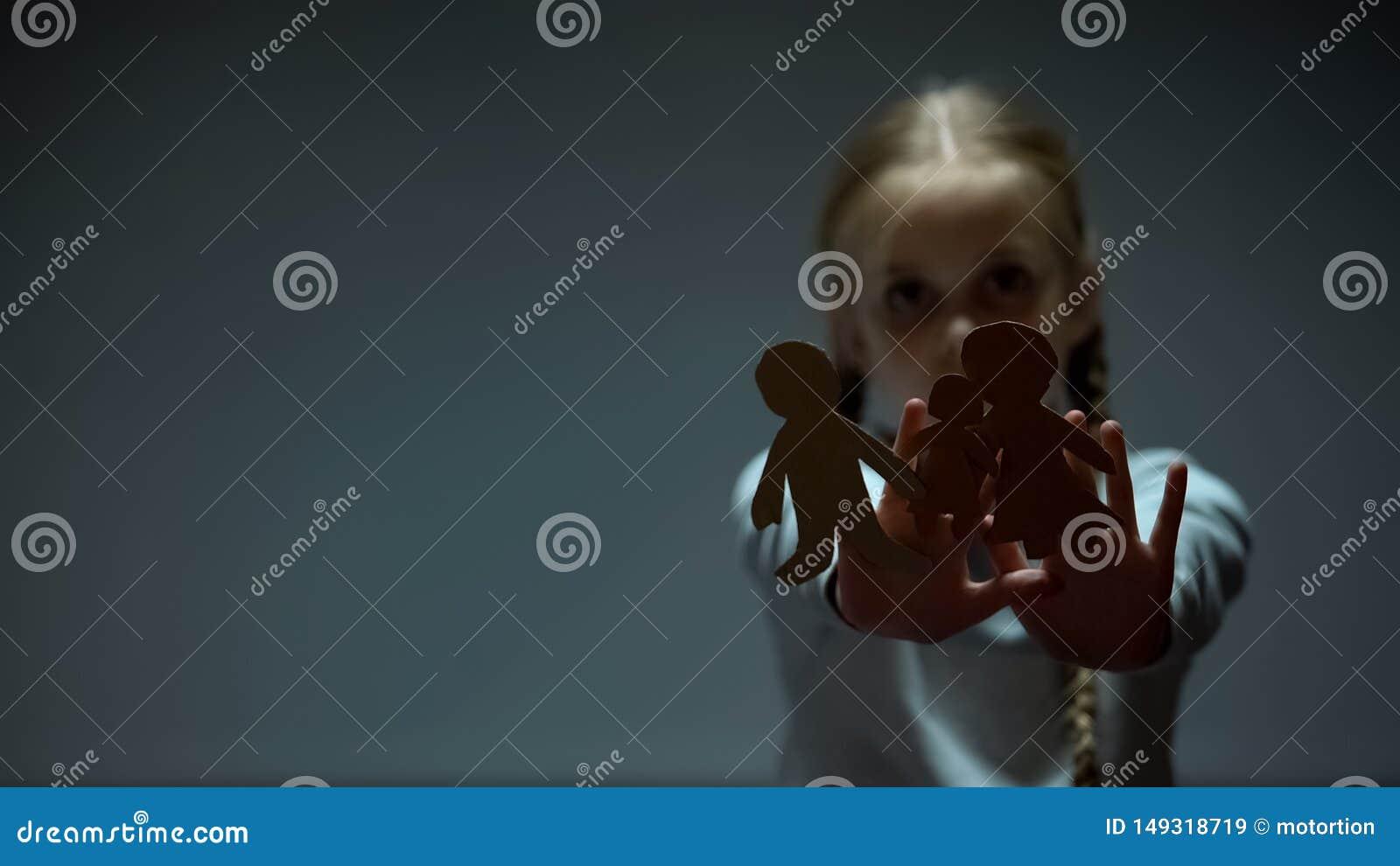 Dziecko seansu papieru rodzina w kamer?, osierocony dziecka chybianie gubj?cy wychowywa