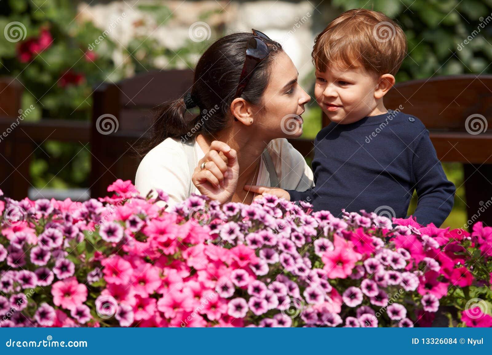 Dziecko target593_0_ macierzysty plenerowego