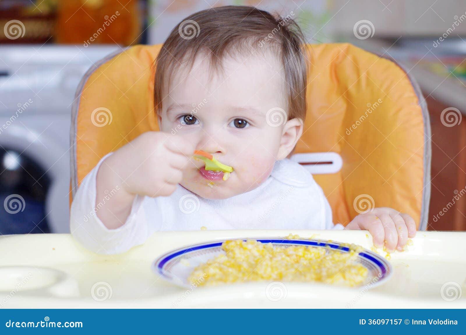 Dziecko wiek 1 rok je mleko z banią