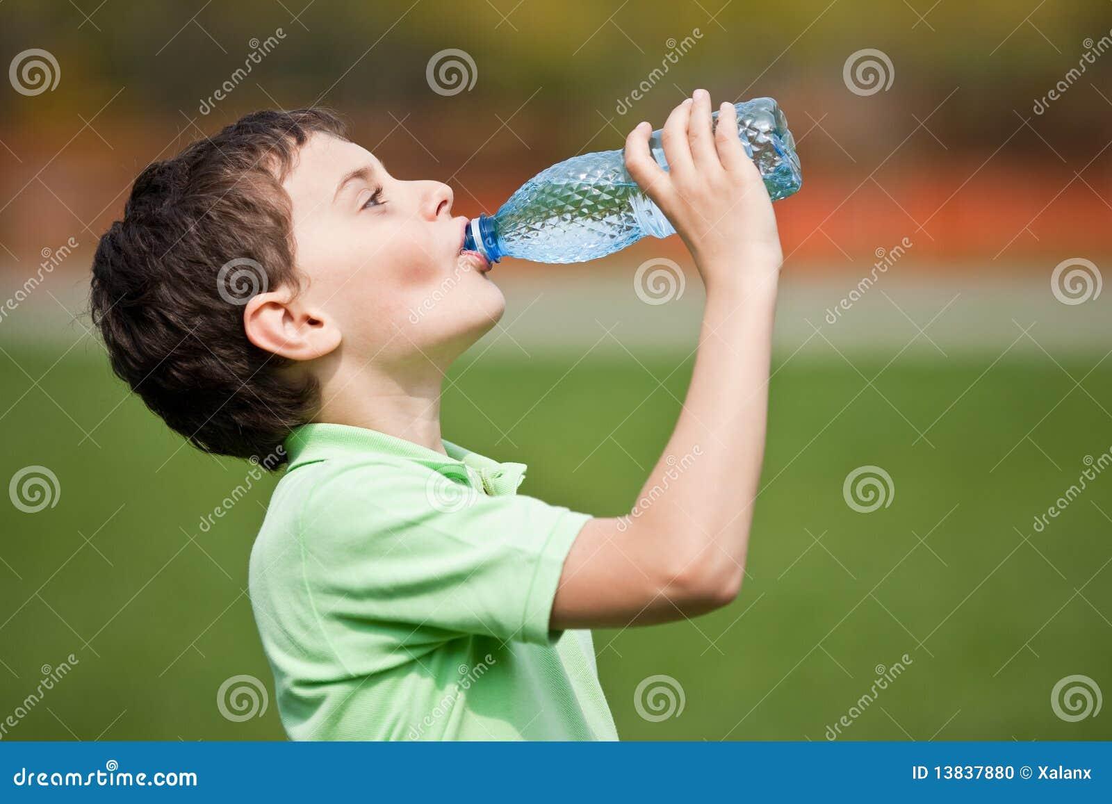 Dziecko woda pitna