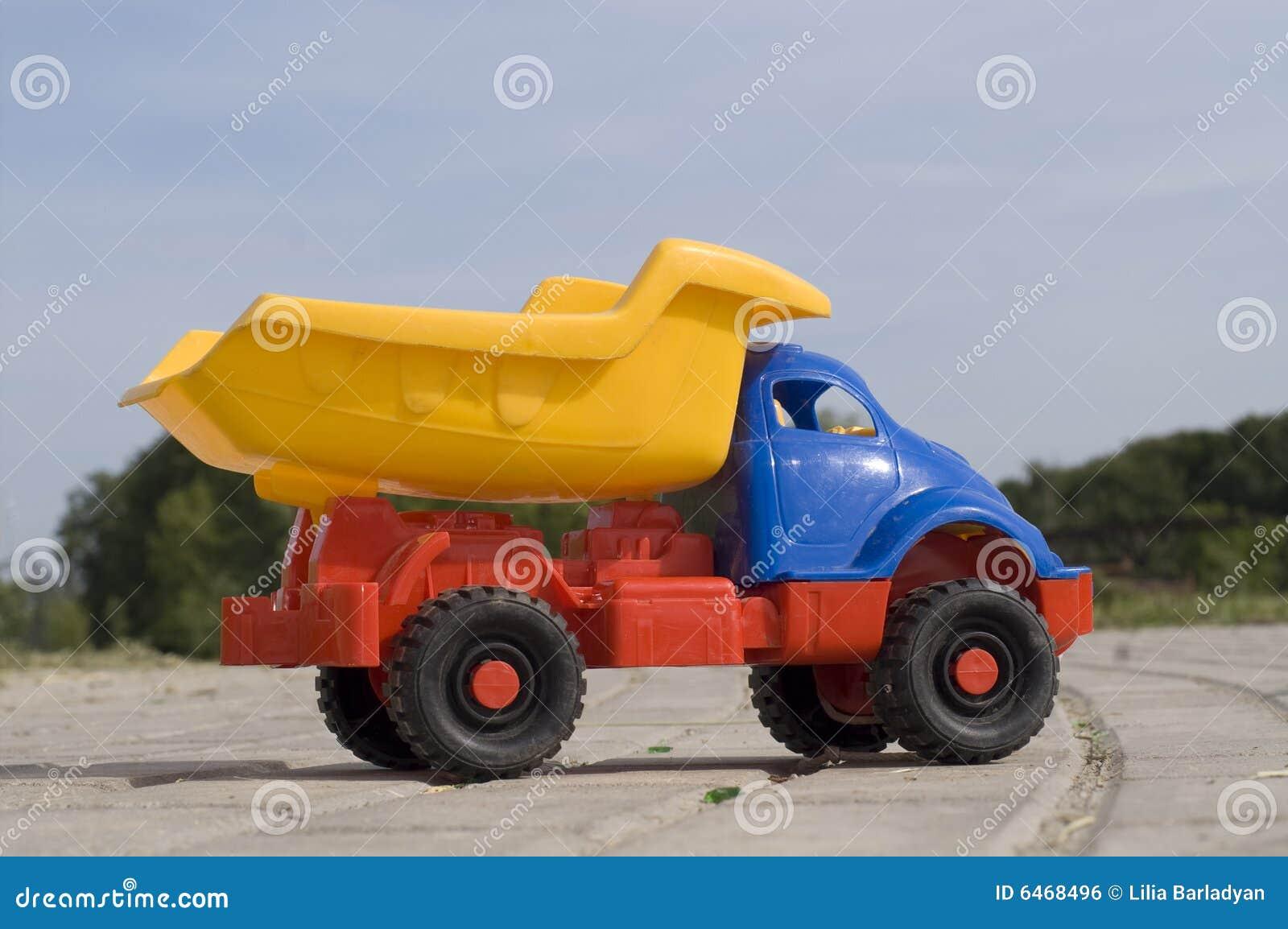 Dziecko wysypiska ciężarówka zabawek