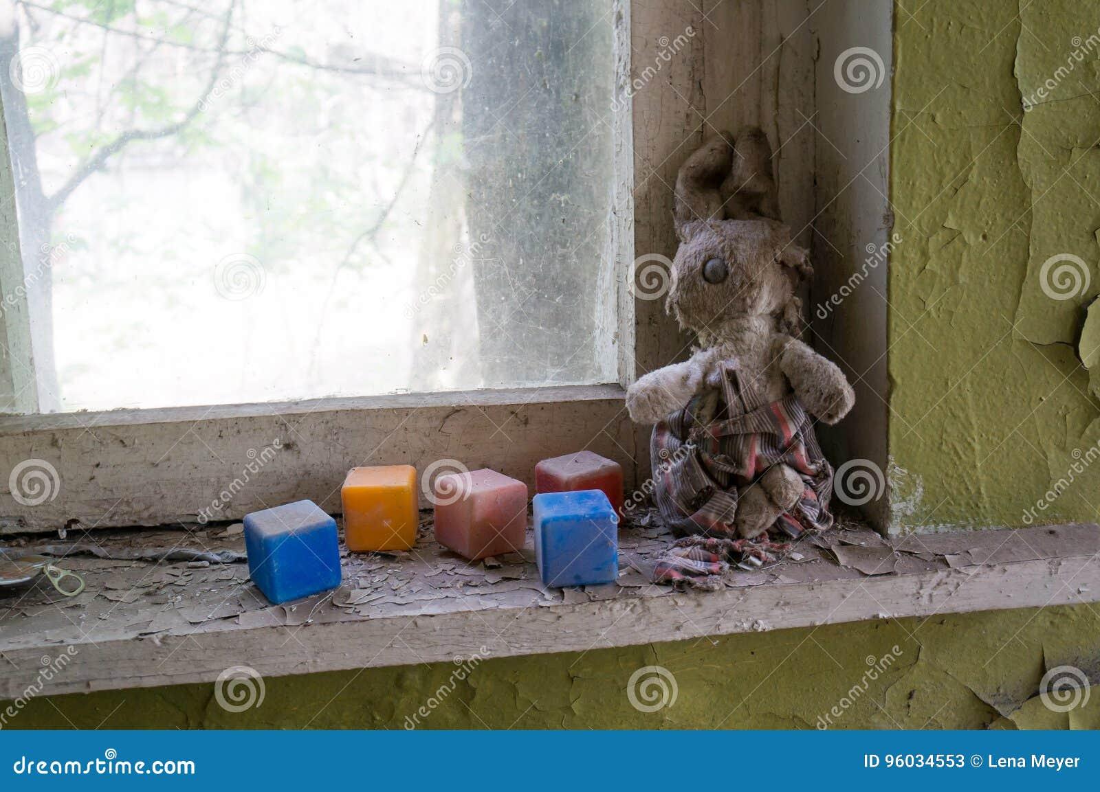 Dziecko zabawki w dziecinu Chernobyl