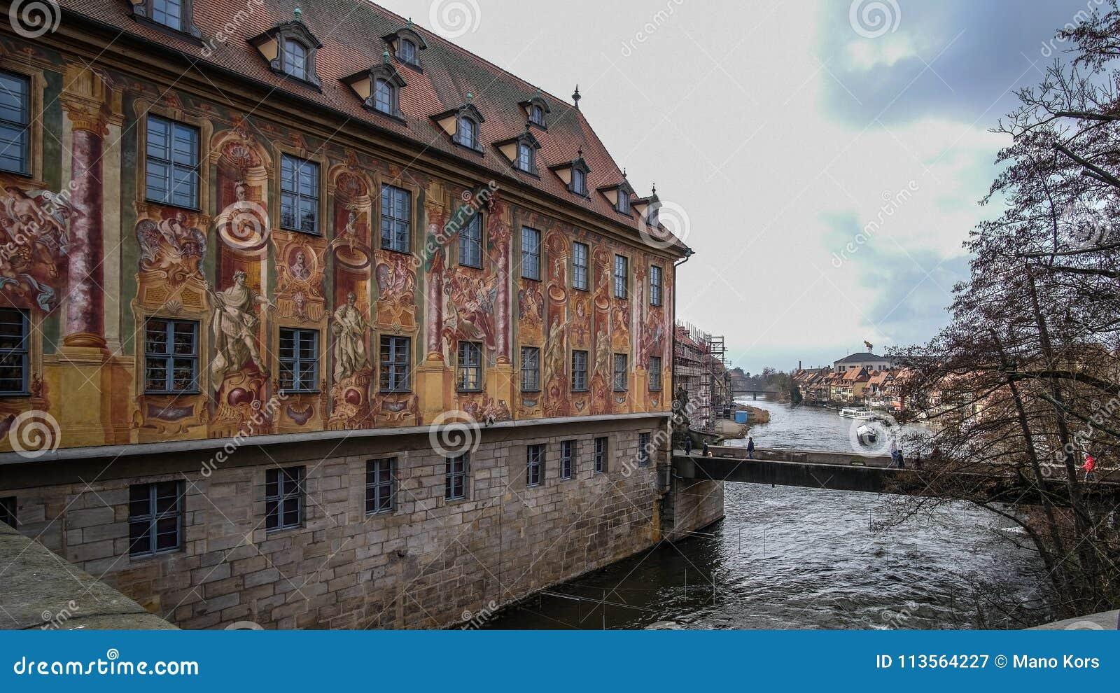 Dziejowy budynku ` Altes Rathaus ` w centralnym mieście Bamberg, Niemcy