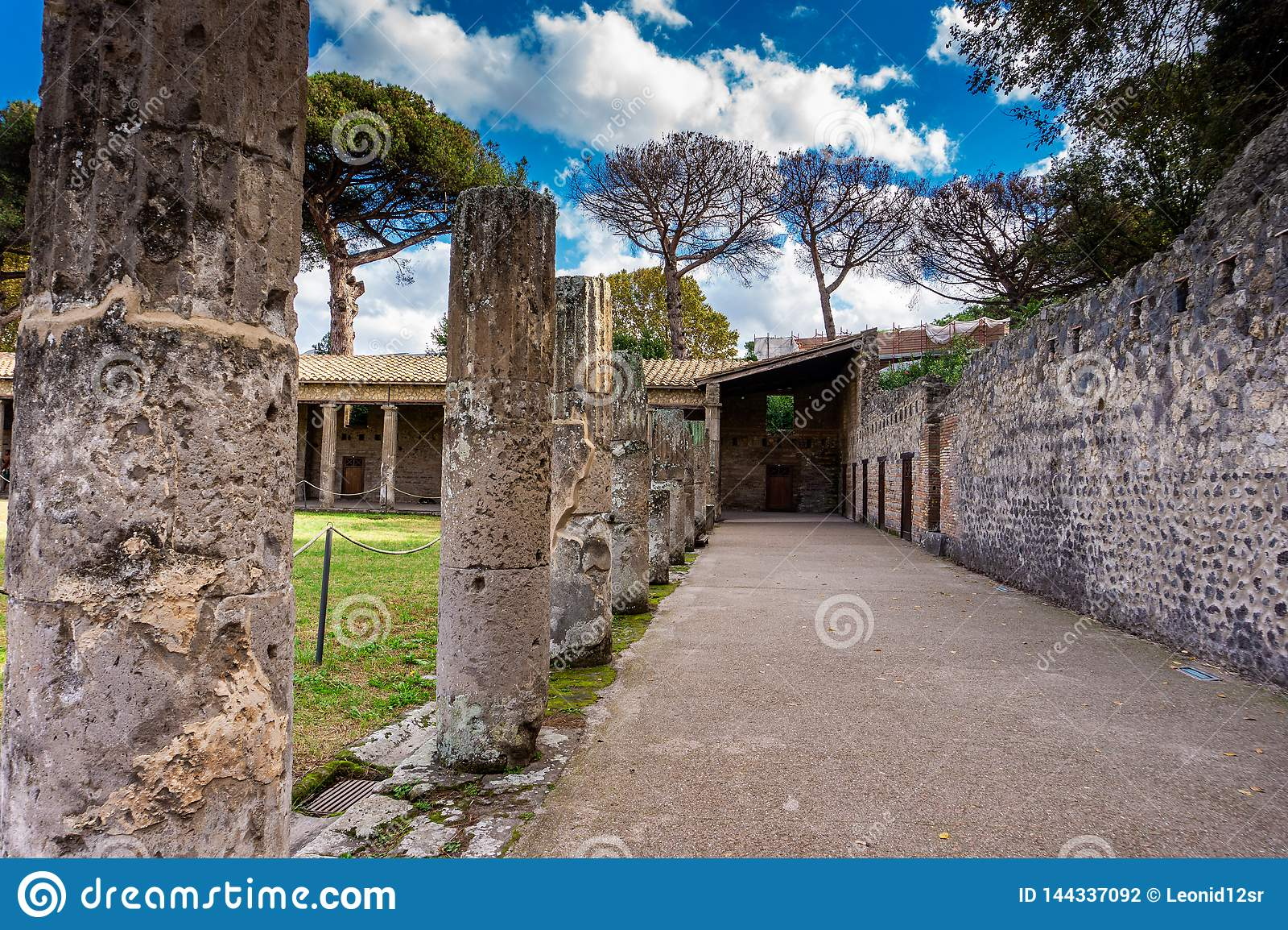 Dziejowy rujnujący buildingsof antycznego theatre Romański Cesarski miasto Pompeii