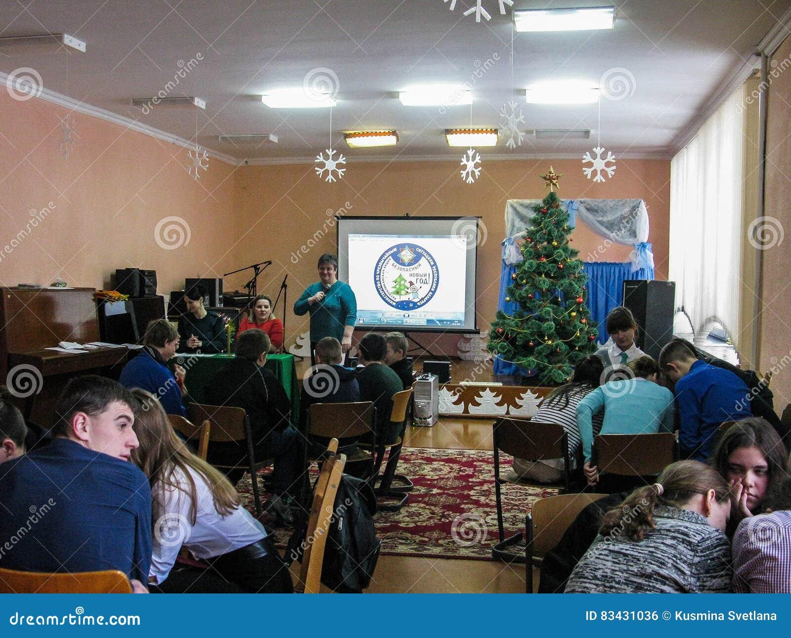 Dzieli emergencies ministerstwa Białoruś ` nowego roku Bezpieczny ` przy jeden szkoły Gomel region