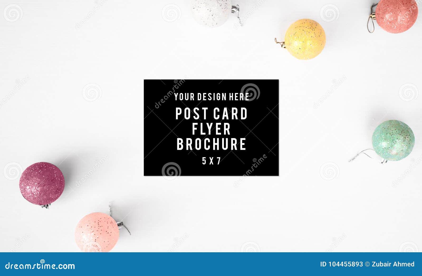 Dzienniczek pocztówkowej ulotki składu Bożenarodzeniowy tło tapeta, sosnowi rożki, dekoracj piłki na białym tle, Mieszkanie nieat