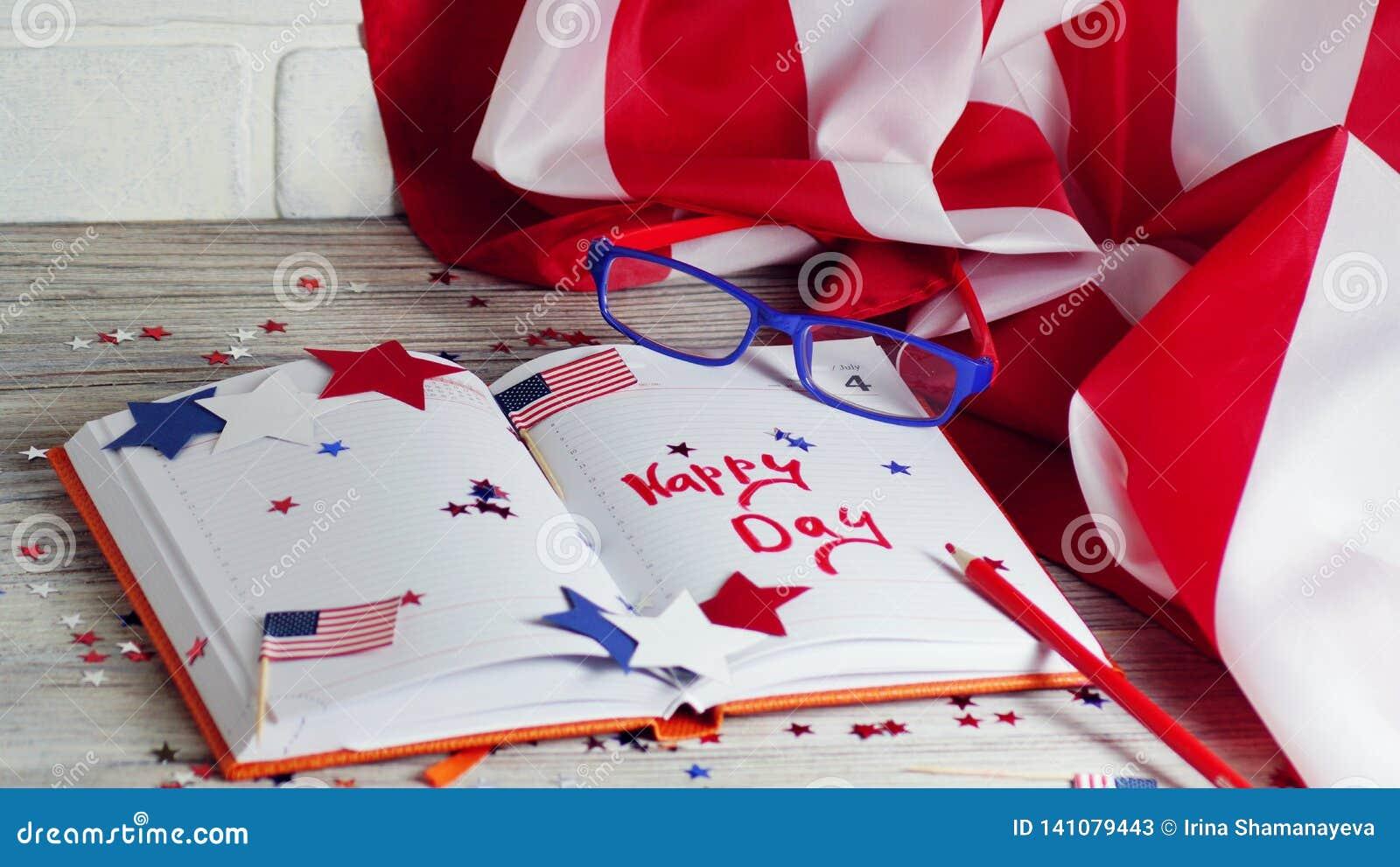 Dzienniczek z szkłami otwiera na dacie Lipiec 4, szczęśliwy dzień niepodległości, patriotyzm i pamięć weterani,