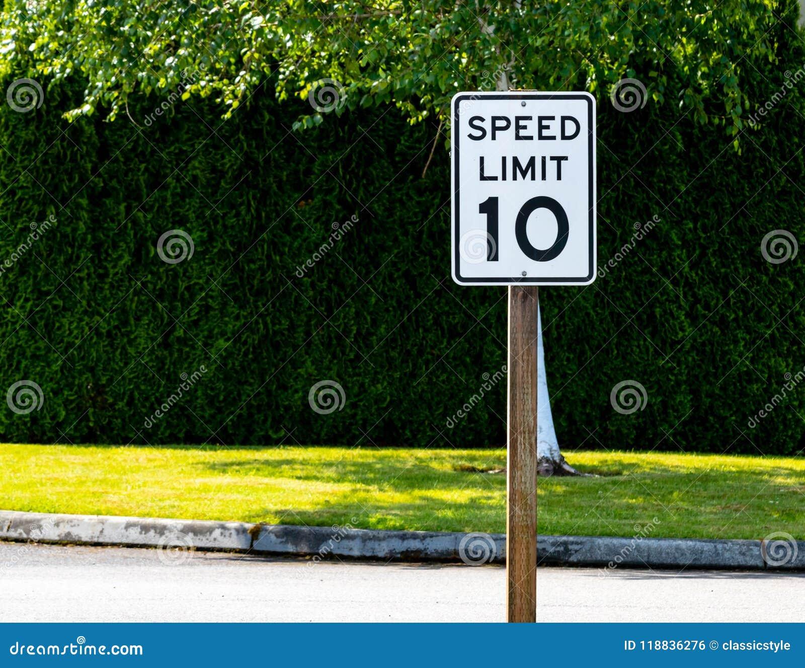 Dziesięć mil na godzinę prędkości ograniczenia znak