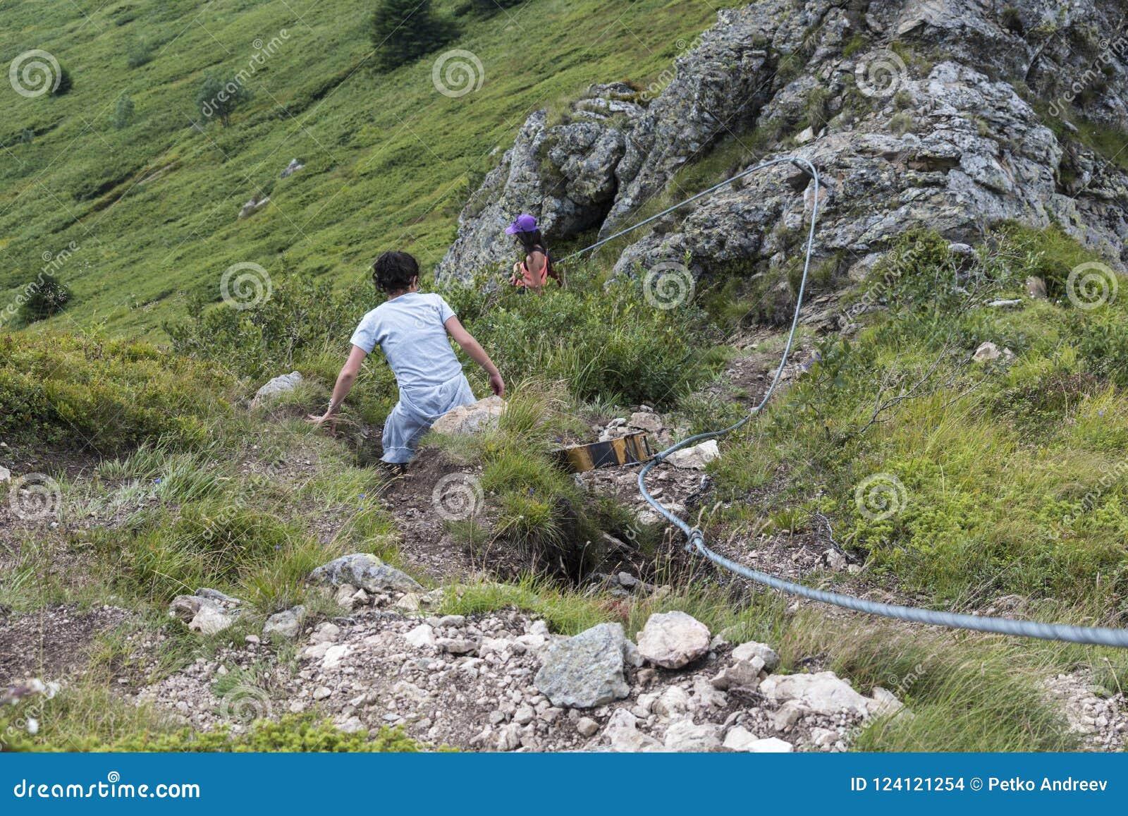 Dziewczyn piękne góry Nieprawdopodobny widok Troyan Bałkański Góra zniewala z swój pięknem, świeże powietrze