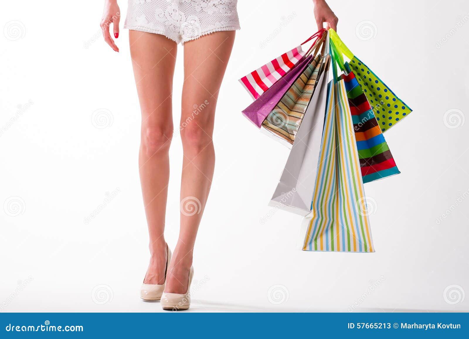 Dziewczyna idzie target2185_1_