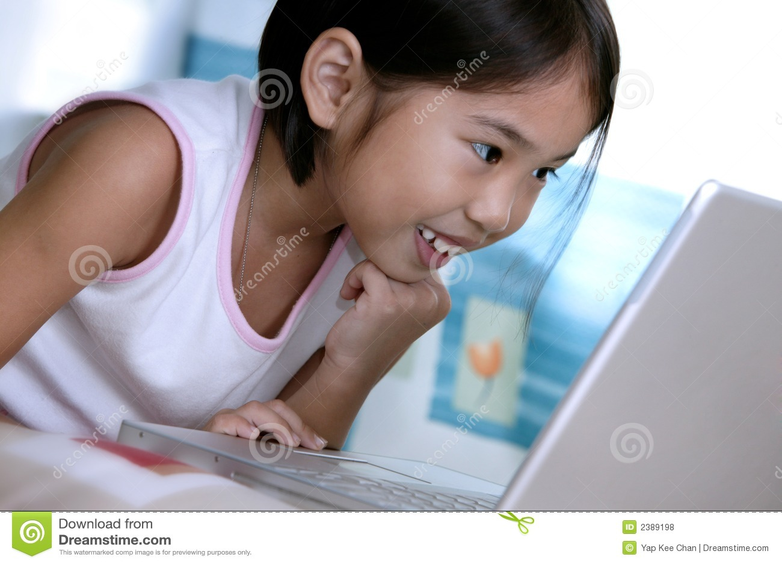 Dziewczyna laptopa do