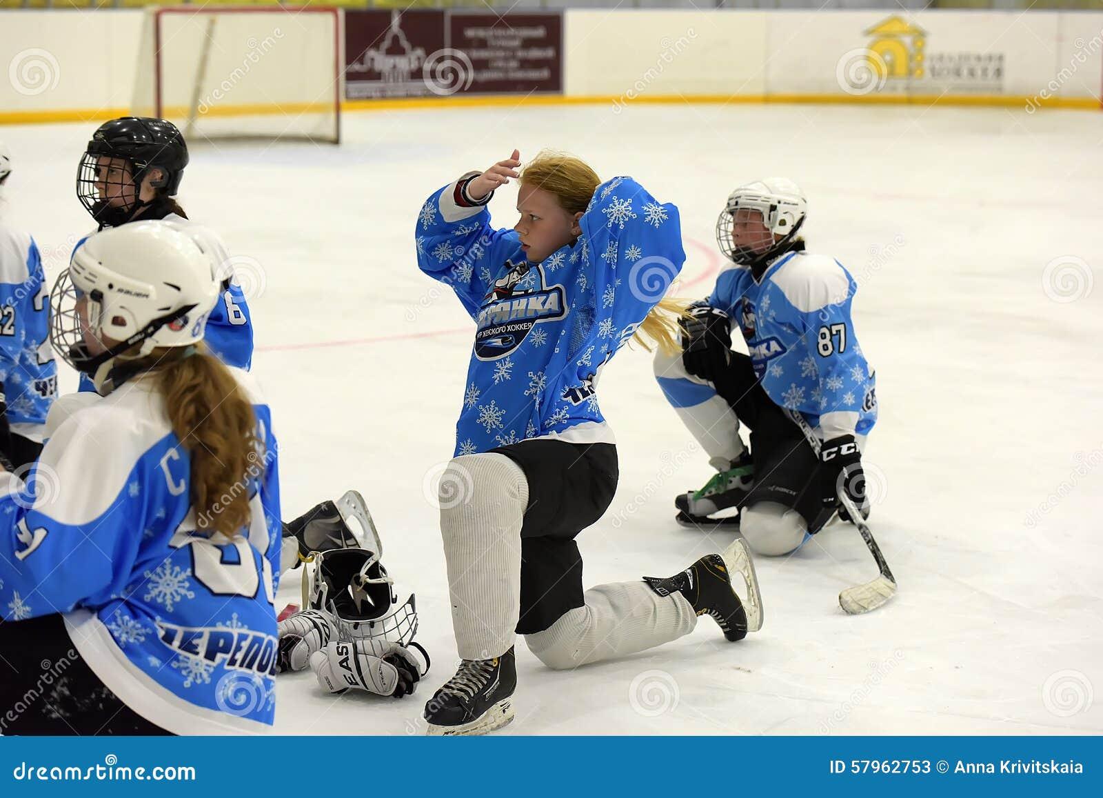 Dziewczyna lodowego hokeja dopasowanie