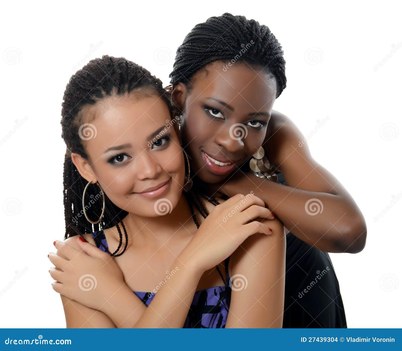 Dziewczyna oliwkowa i czarny dziewczyna
