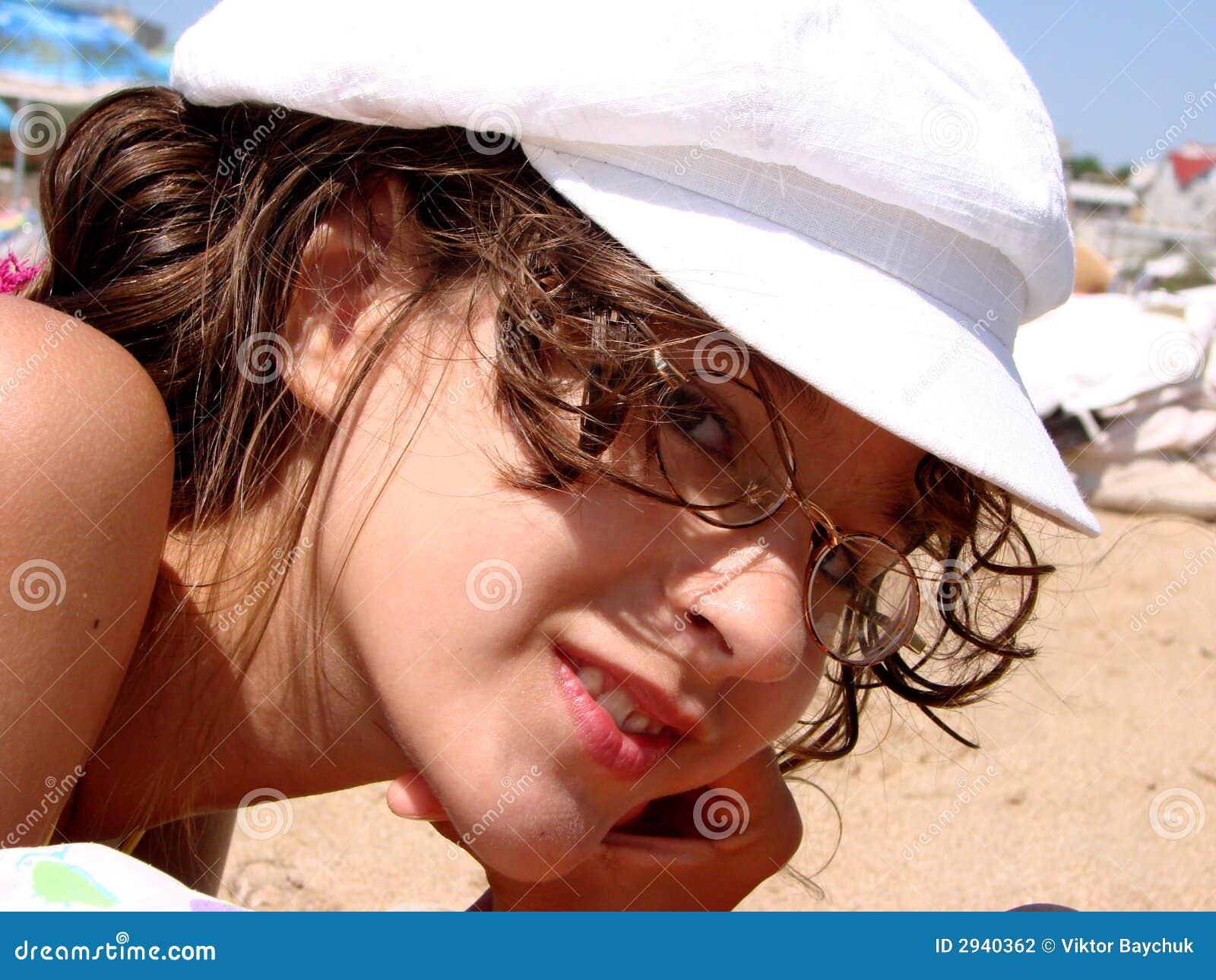 Dziewczyna piaskowata plażowa