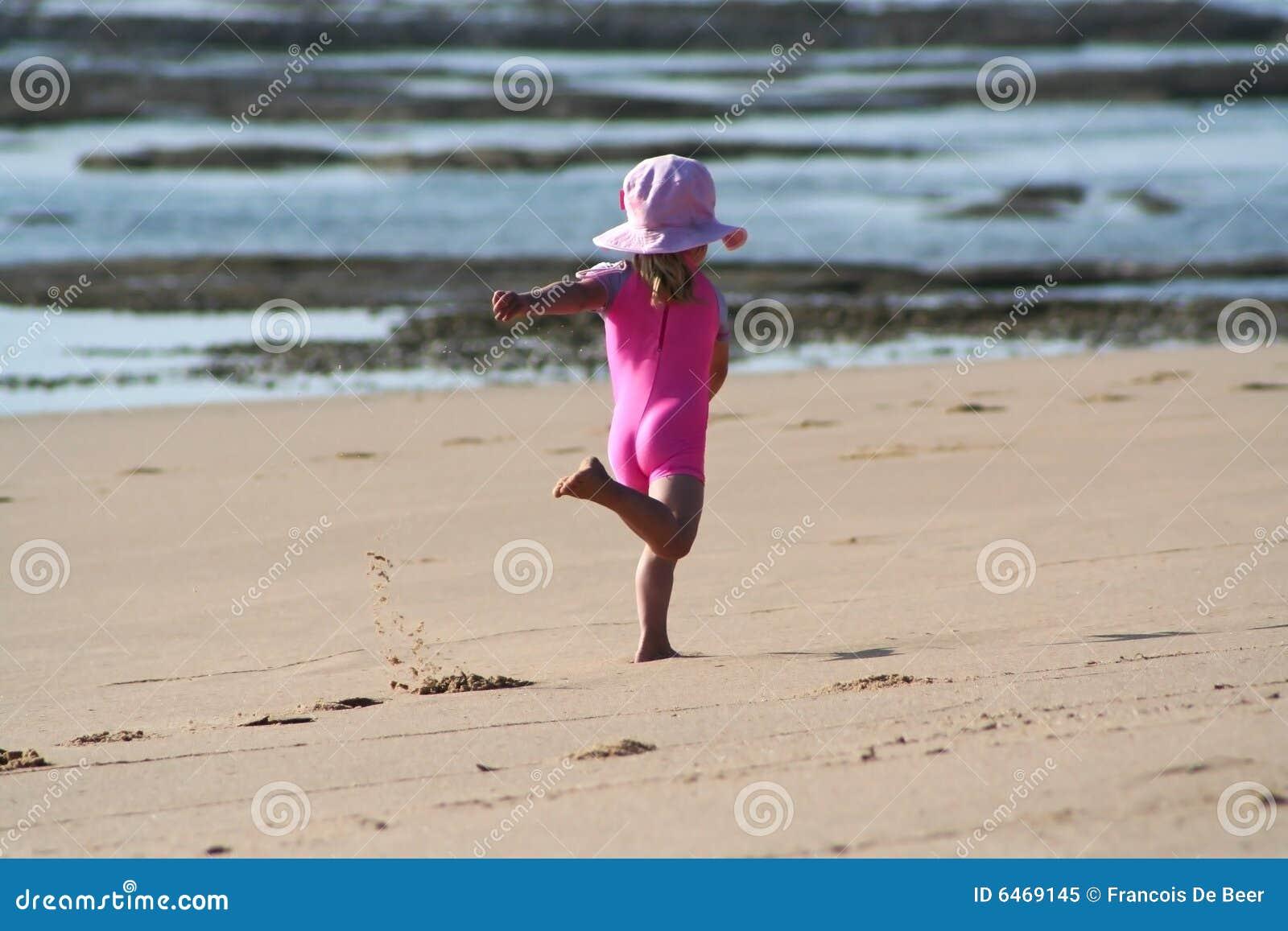 Dziewczyna plażowa trochę