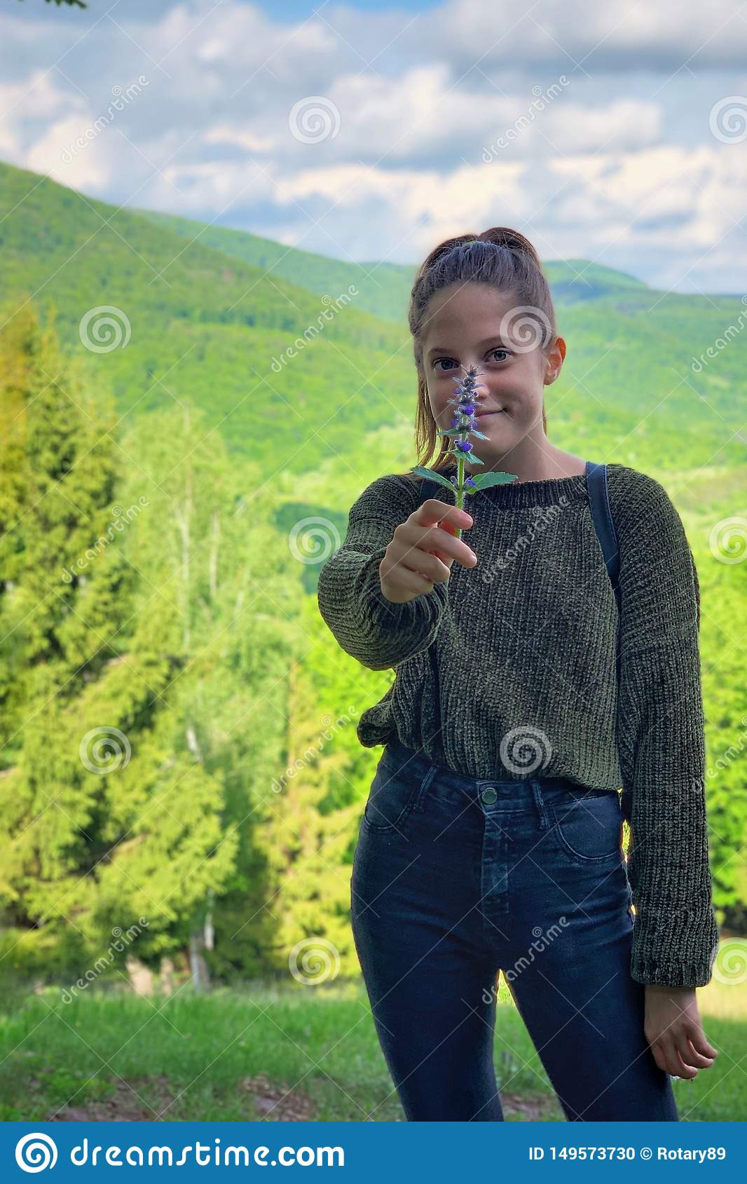 Dziewczyna portreta fotografia w naturze
