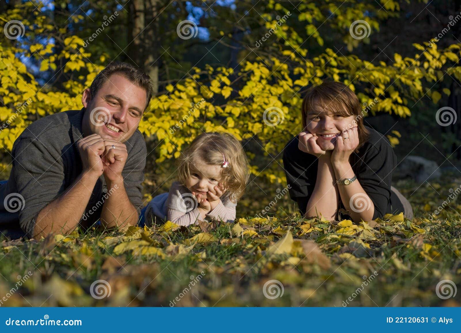 Dziewczyna rodzice szczęśliwi mali