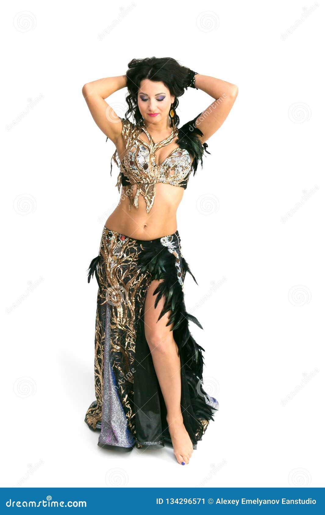 Dziewczyna tancerza orientalny taniec odosobniony