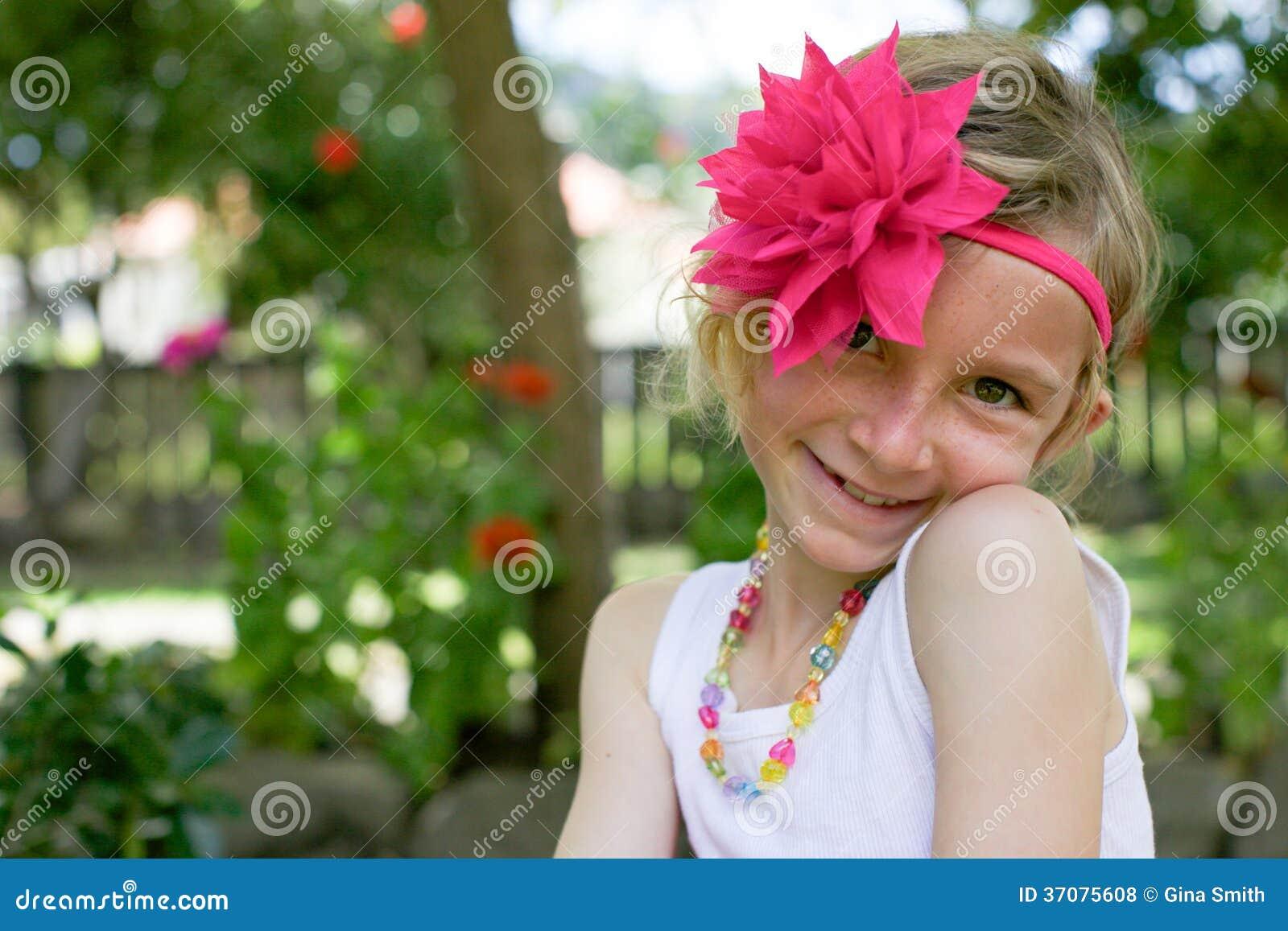 Download Dziewczyna W Spódniczce Baletnicy. Zdjęcie Stock - Obraz złożonej z dzieciak, dzieciństwo: 37075608