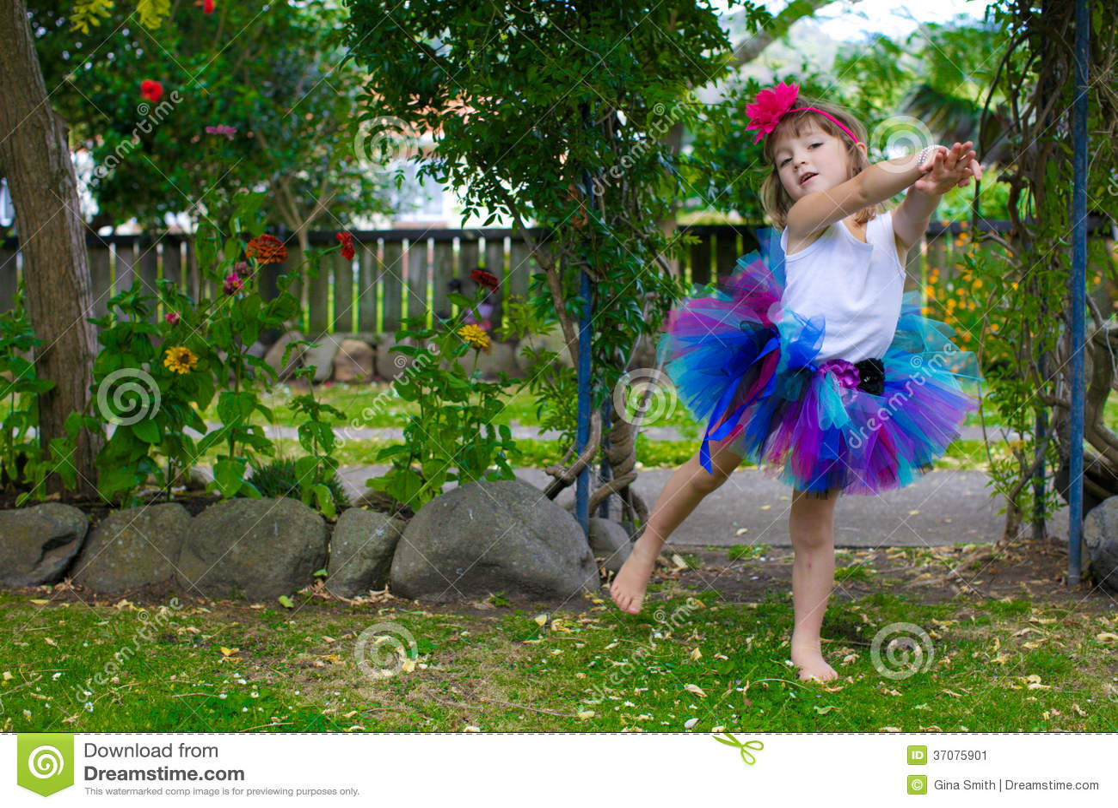 Download Dziewczyna W Spódniczce Baletnicy. Obraz Stock - Obraz złożonej z piękny, moda: 37075901