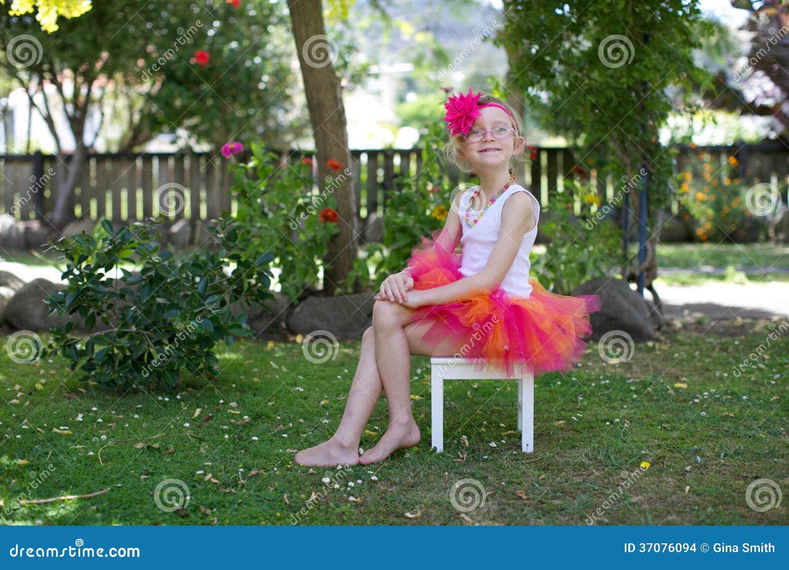 Download Dziewczyna W Spódniczce Baletnicy. Zdjęcie Stock - Obraz złożonej z ekspresyjny, migreny: 37076094