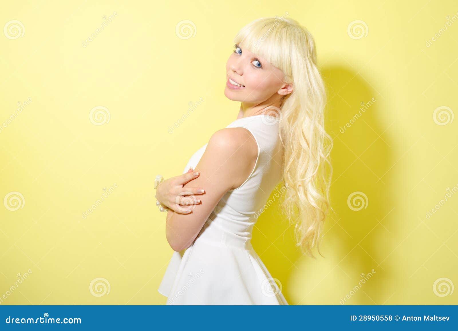 Dziewczyna z blondynem