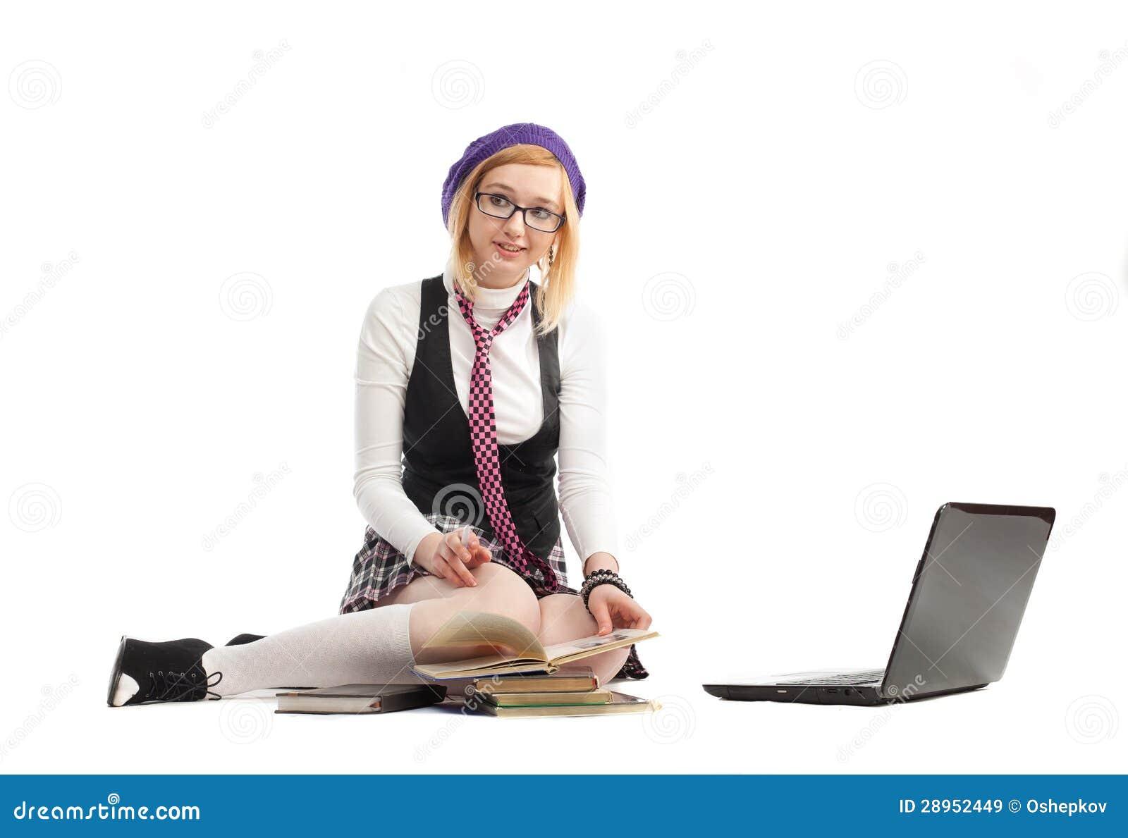 Dziewczyna z książkami i laptopem