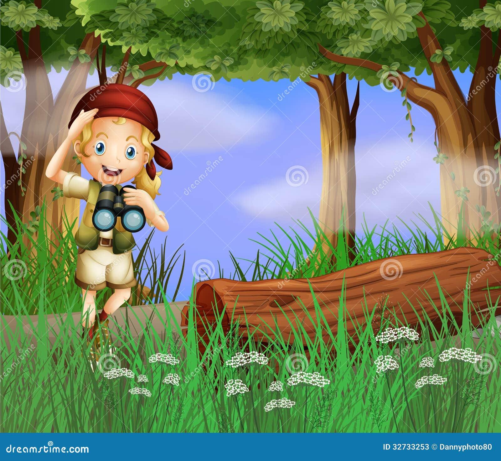 Dziewczyna z teleskopem wśrodku lasu