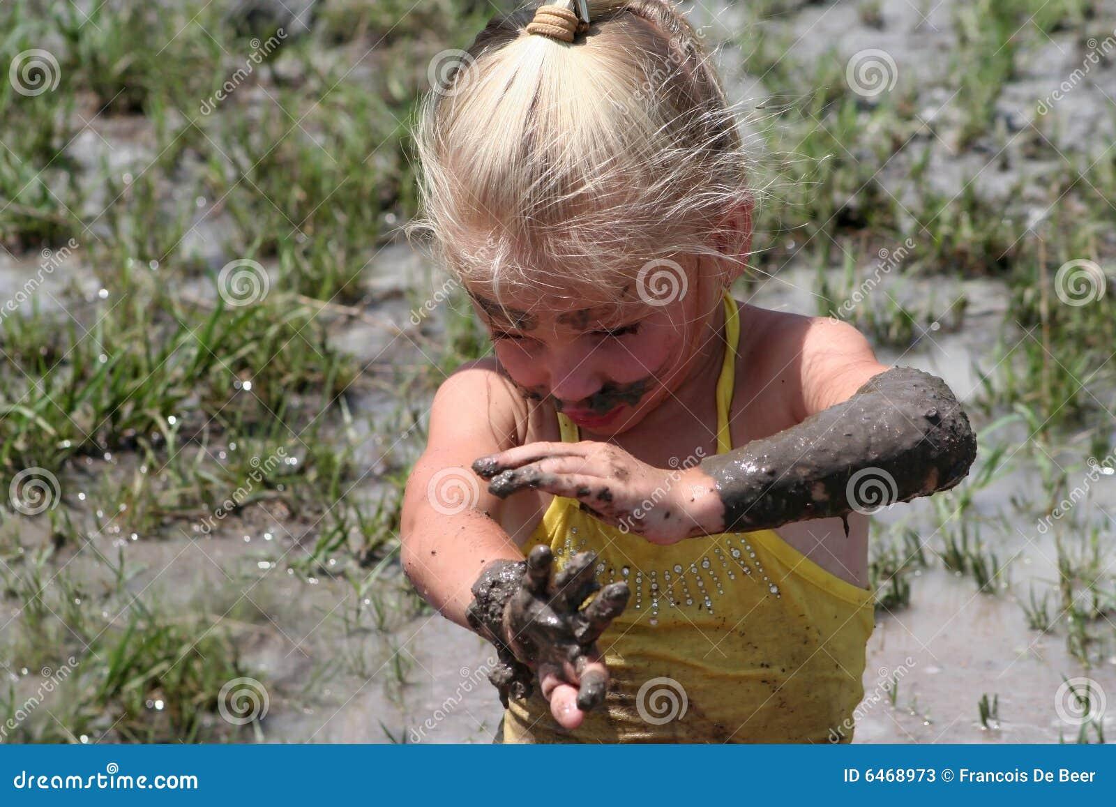 Dziewczyny błotnista wody