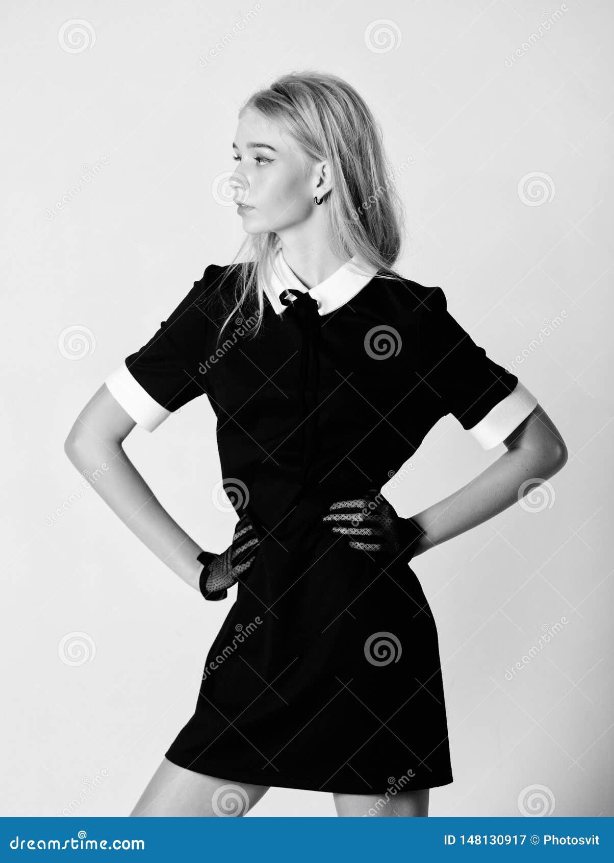 Dziewczyny blondynki odzie?y czerni elegancka suknia Formalna jednolita elita szko?y szko?a wy?sza lub housemaid Rocznika model E