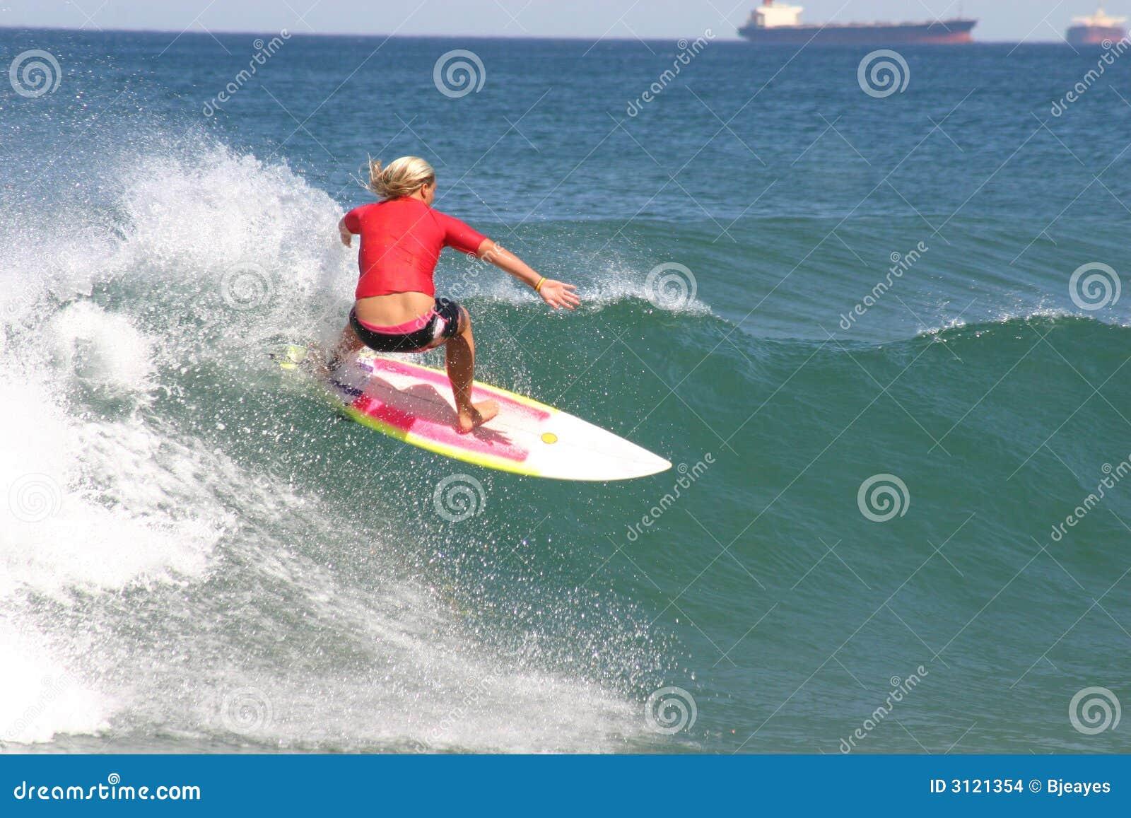 Dziewczyny czerwonym surfera