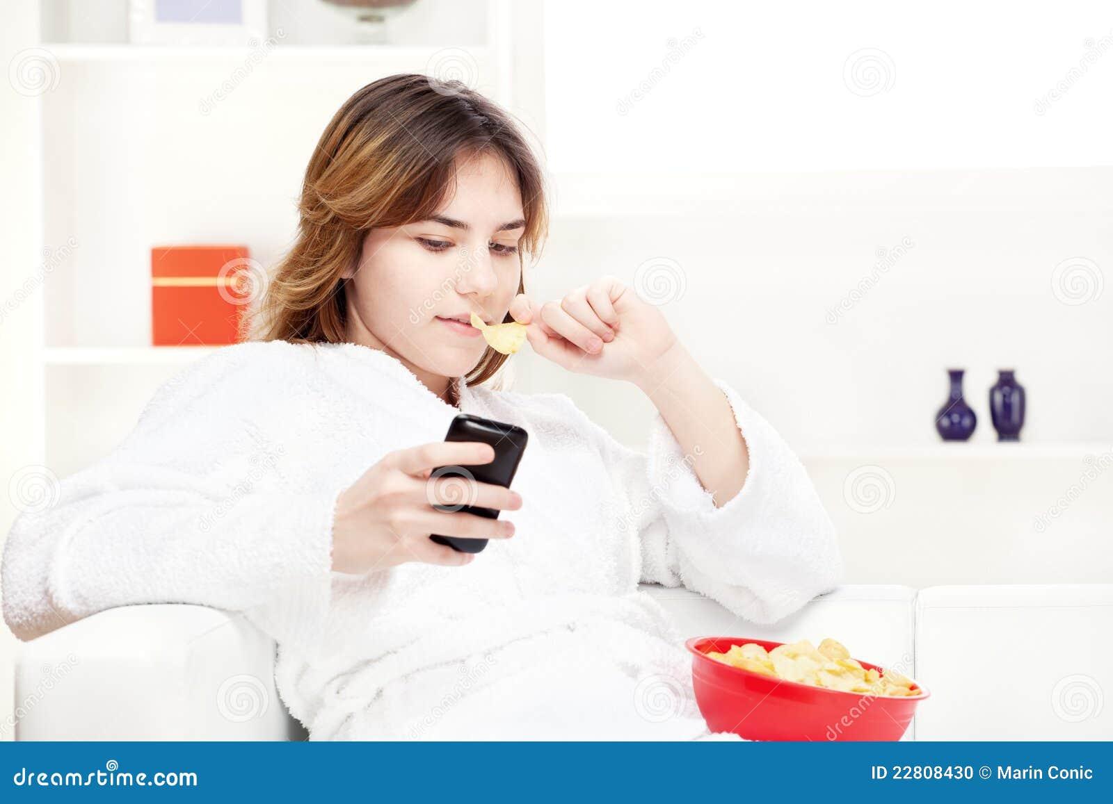 Dziewczyny domowy wiadomości telefonu nastolatka writing