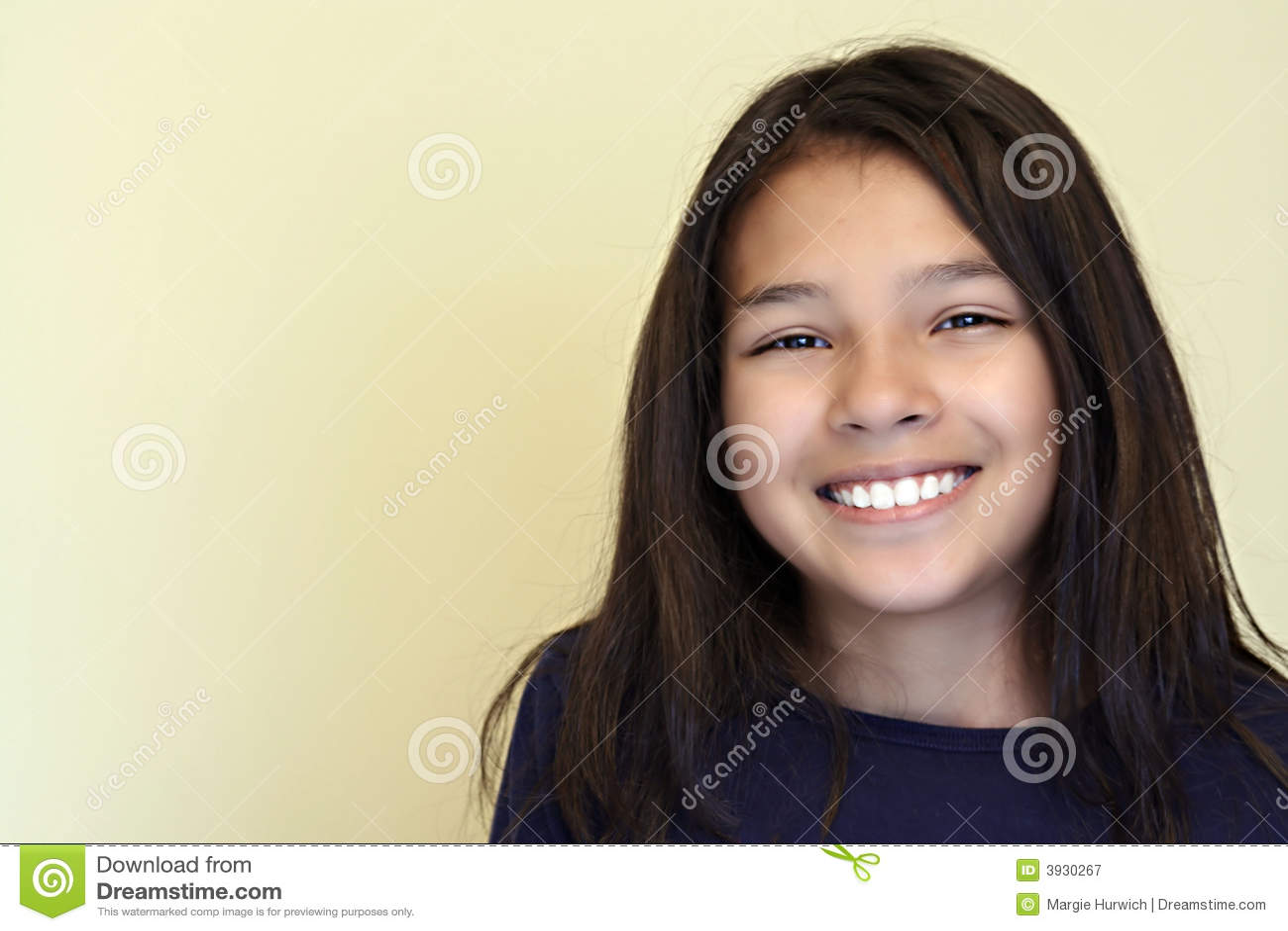Dziewczyny latynoski uśmiecha nastolatków.