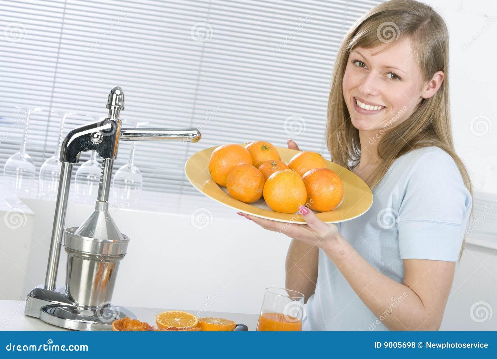 Dziewczyny pomarańcze soczysta kuchenna