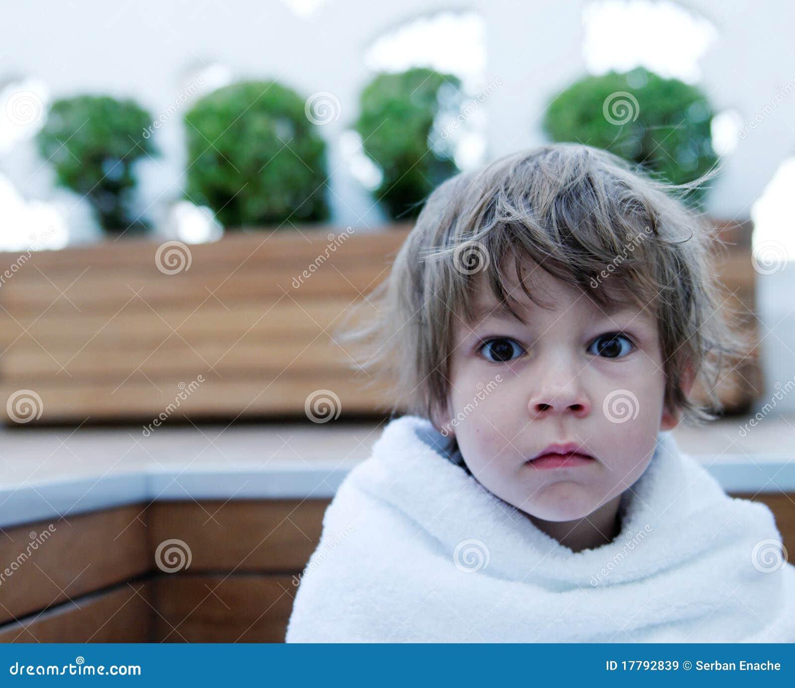 Dziewczyny ręcznik zawijający potomstwa