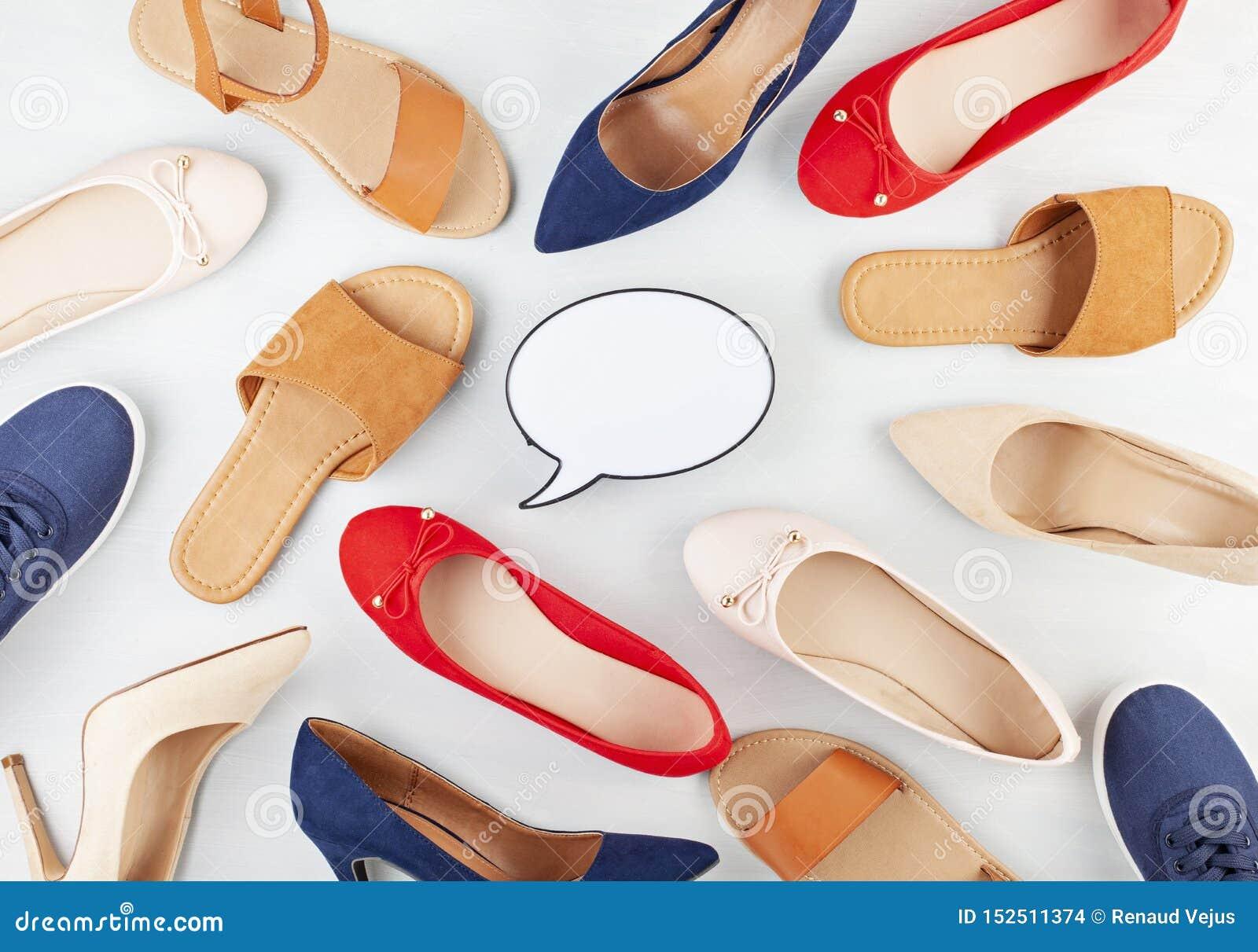 Dziewczyny wiosny lato kuje kolekcję Wyśmiewa w górę różnych stylów i colos butów