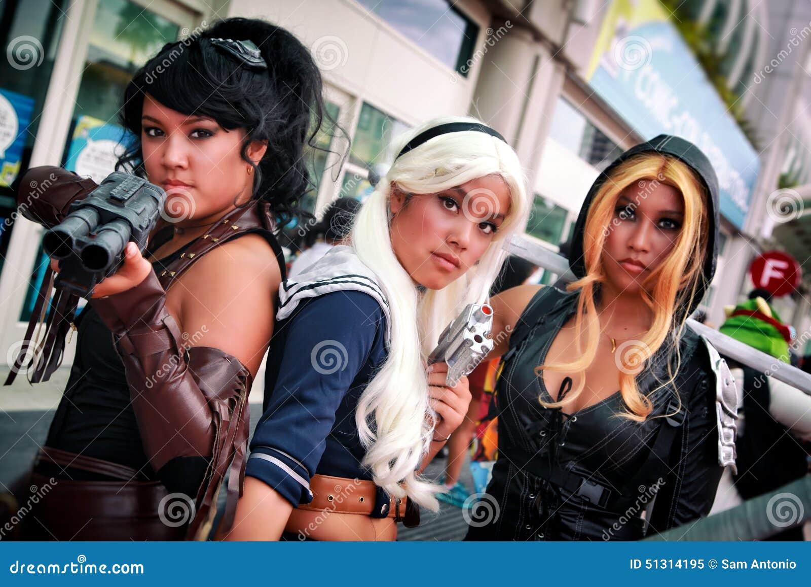 Dziewczyny z postawą przy San Diego Komicznym przeciwem, convention center, Kalifornia