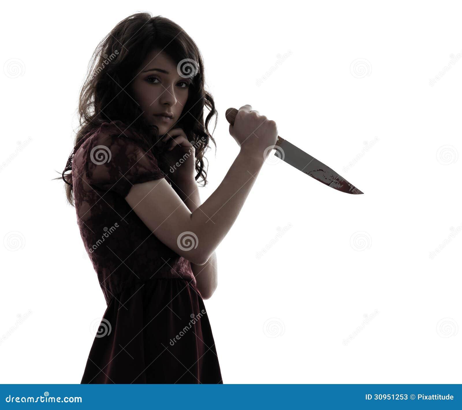 Dziwaczny młoda kobieta zabójca trzyma krwistą nożową sylwetkę