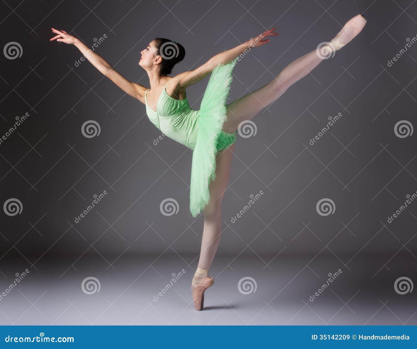 Żeński baletniczy tancerz