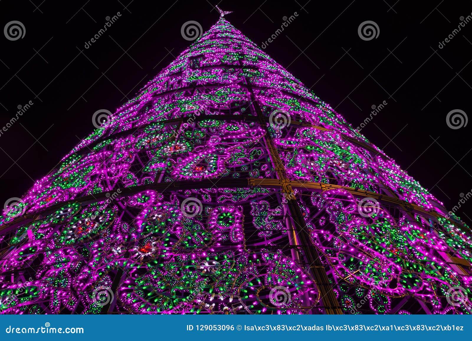 E 圣诞节光亮的结构树